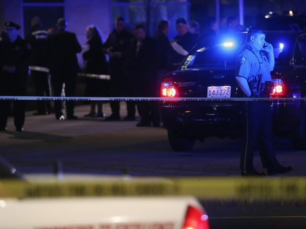 Atirador mata um policial em universidade de Boston | Tiroteio foi na área do MIT, o Instituto de Tecnologia de Massachusetts. Local está cercado por policiais; suspeitos são irmãos da Chechênia. http://mmanchete.blogspot.com.br/2013/04/atirador-mata-um-policial-em.html#.UXGIRbU3uHg