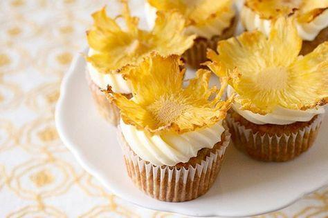 Flores de Abacaxi. Vai fazer cupcake e quer algo fácil e bonito para decorar? Vai fazer um bolo ou uma torta de abacaxi e quer uma decoração diferente?