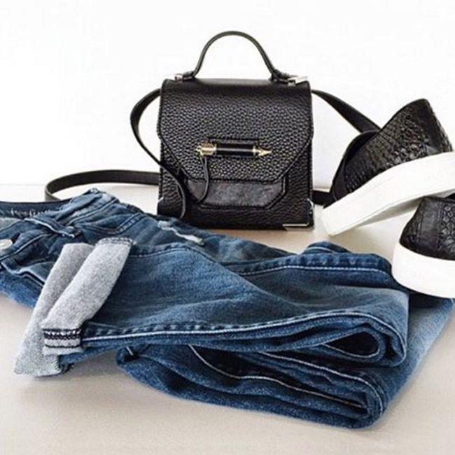 Джинсы бойфренды, особенно если это 7 For All Mankind, невероятно комфортны. И конечно же очень модны. Такие джинсы сами по себе – стильное проявление важных чувств в жизни: гармонии и красоты. Как сказала известнейшая стилист Рейчел Зоуи: «Стиль — это способ сказать, кто ты есть, не произнеся ни слова.» Невозможно не согласиться, не правда ли?
