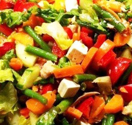 A receita de Salada de Tofu é uma opção vegetariana, rápida e simples, sempre com o seu sabor tão delicioso e característico, que não vai deixar querer de experimentar. Pode …