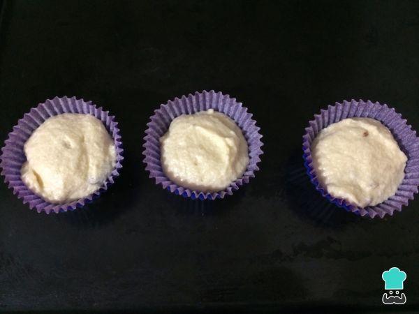 Aprende a preparar cupcakes esponjosos de almendra con esta rica y fácil receta. Los cupcakes esponjosos son unos pastelitos, como unas mini tartas hechas con...