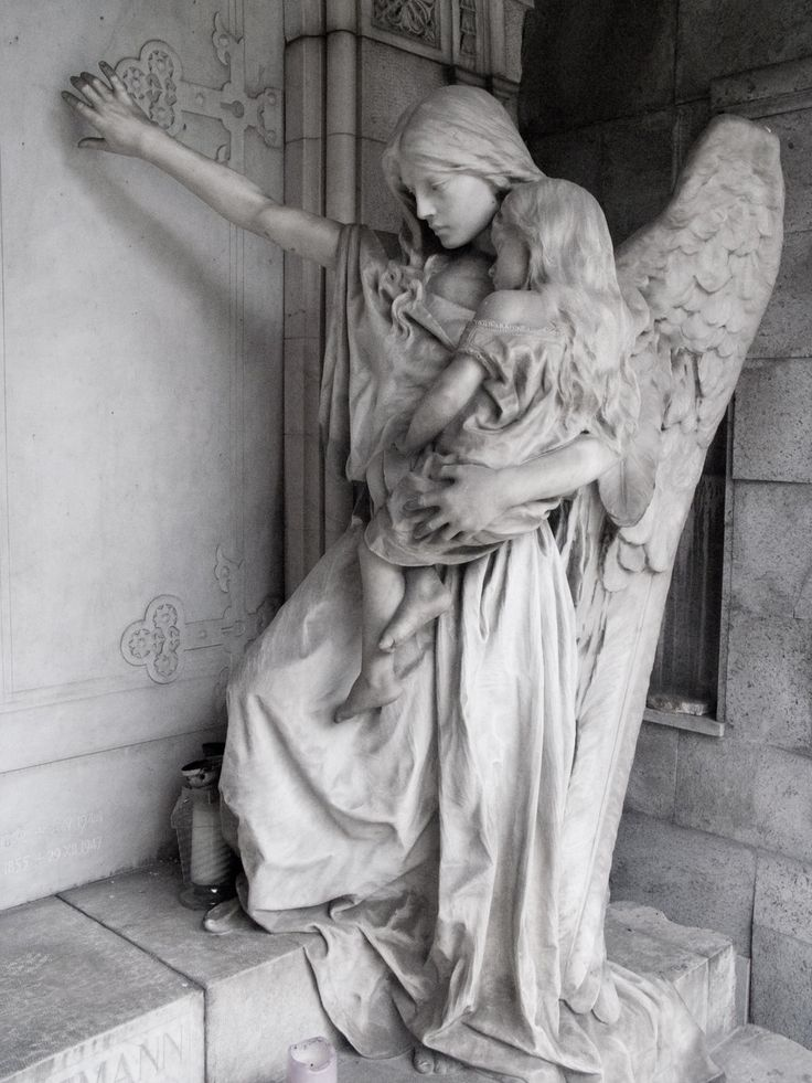 Angel statue in the graveyard of Trzic, Slovenia. (Photo by lordradi)