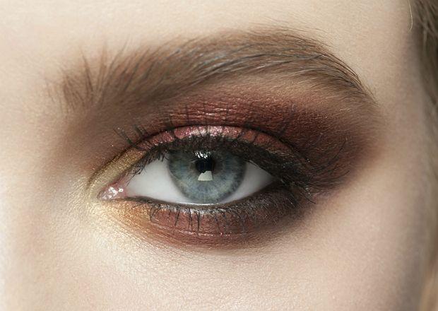 Olhos azuis são destacados pela combinação de marrom com bronze. Foto: malyugin/iStock