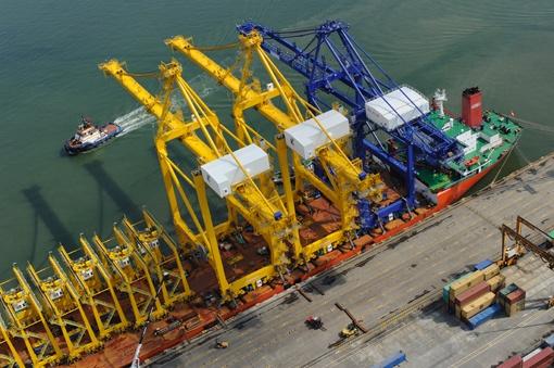 """Tenemos un puerto con tecnología de los países desarrollados. En los últimos 12 meses hemos invertido más de US$100 millones"""". Afirmó el gerente de la Sociedad Portuaria de Buenaventura, Domingo Chinea.  foto aerea de Manuel Varona"""