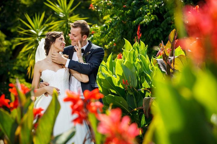 Fotografii must have la nunta, dincolo de fotografiile clasice cu care ne-am obisnuit deja. Fotograful Dani Wolf ne ofera cateva ponturi si idei creative.