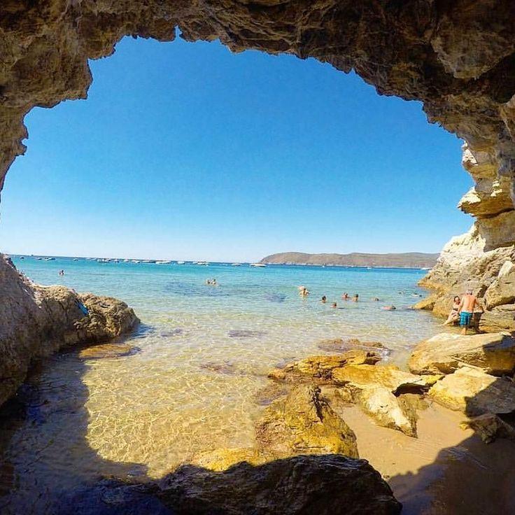 Stamani vi portiamo alla spiaggia di Lido di #capoliveri con lo scatto di @daniel_pisoni. Continuate a taggare le vostre foto con #isoladelbaapp il tag delle vostre vacanze all'#isoladelba. http://ift.tt/1NHxzN3