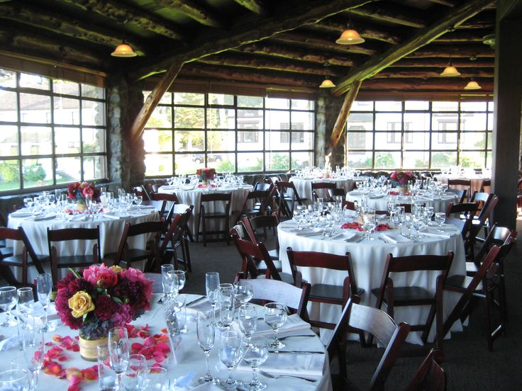 Beige linen and beige napkins with mahogany wood folding for Cabin wedding venues