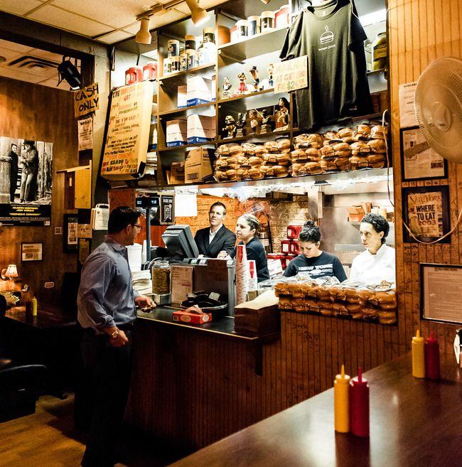 The Burget Joint at the Parker Meridien Hotel, apparemment les meilleurs burgers de NYC