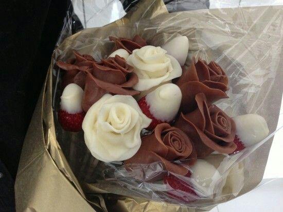 Chocolate strawberry rose