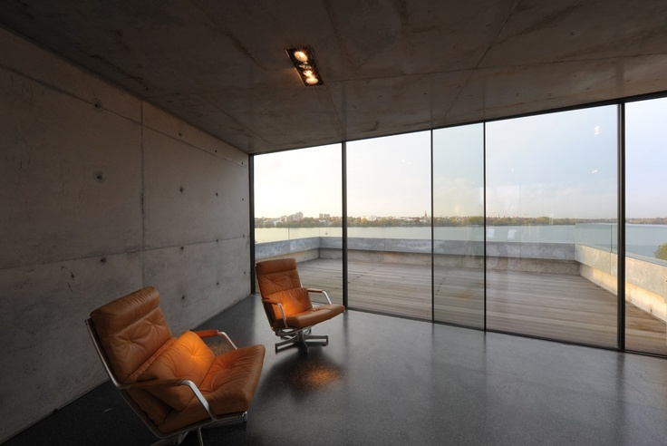 Another manufacturer of minimal sliding windows is Swiss company Skyframe which has frames of 20mm thickness.