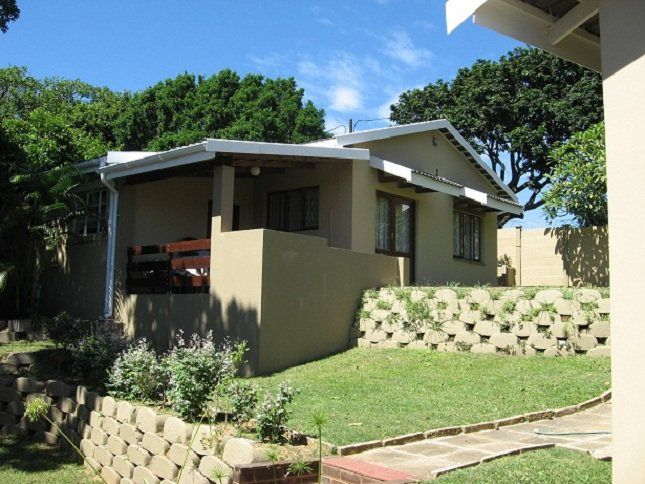 Chinese Rose Cottages - Chinese Rose Cottages is located in Uvongo and offers comfortable accommodation for up to 10 people.  The property offers two cottages and is situated a short drive from Uvongo's main swimming beach. ... #weekendgetaways #margate #southafrica