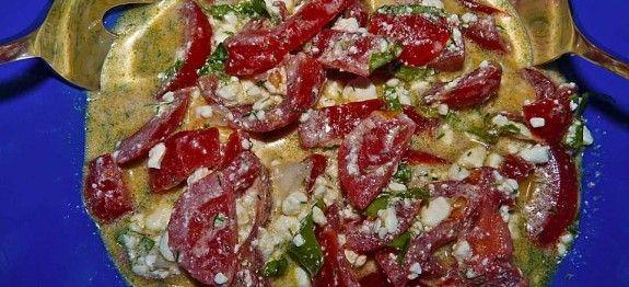 Tomatensalat mit körnigem Frischkäse - Snack-Rezepte.net. Leckere mit; Tomaten, Zwiebeln, Sojasauce, Zucker (oder Zuckerersatz) und evt Pfeffer und Salz.