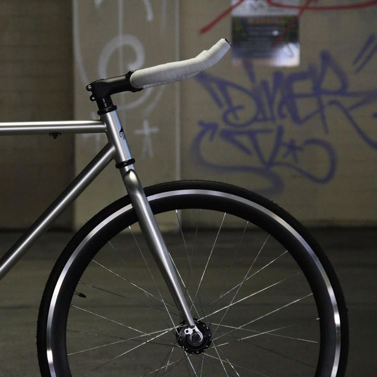 La Favela. Chrome frame w/ black wheels. A 3rd of the price as you would expect to pay. #quality #fixie #urbanicbikes
