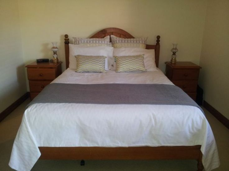 BED HEAD IDEA - Wooden queen bed frame with slats and 2 beside tables | Beds | Gumtree Australia Stonnington Area - Malvern East | 1040269125