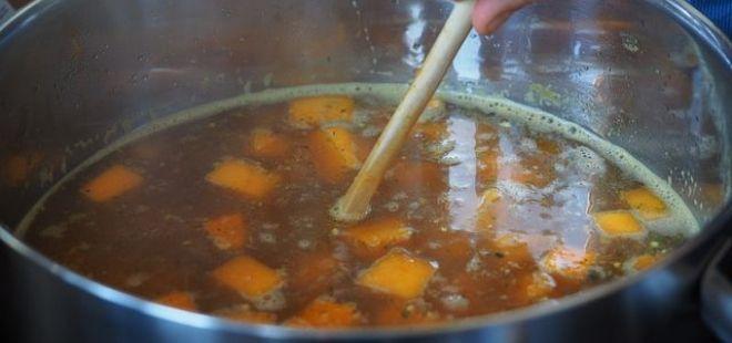 Celer je v české kuchyni nedílnou součástí přípravy základů omáček a vývarů. Dá se však připravit na mnoho způsobů a dopřát tím tělu spousty důležitých látek