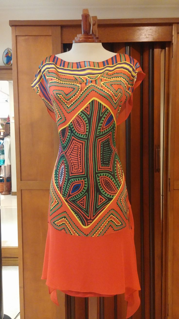 Te presentamos esta propuesta de moda para una mujer bella como tu. Un vestido con un estampado en mola de chiffon de excelente caída. Marca Argemiro Sierra.