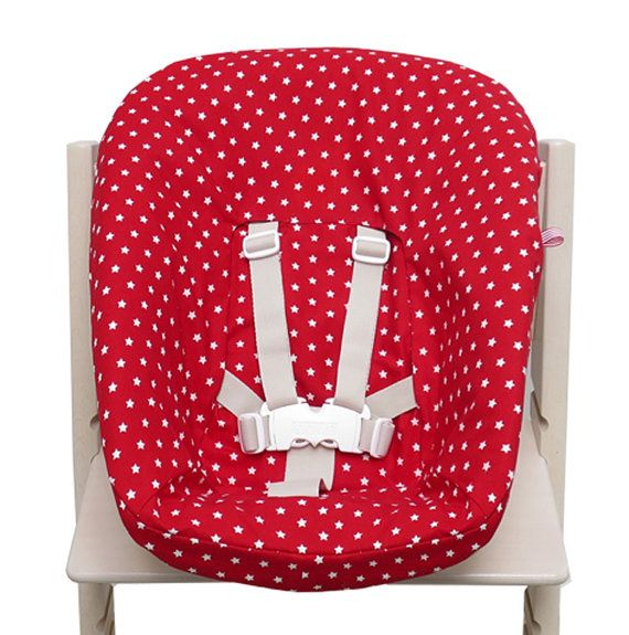 TrippTrapp Newborn Cover: To enjoy the Newborn Set for a longer time and avoid spots on the padding Blausberg Baby invented the pretty and practical Newborn Set cover. The seat will still look great when you are going to use it for your second child or even lend it to friends. You can easily pull the cover off and wash it at 40°C in the washing machine.  There is a practical loop on one side to which you can attach the pacifier as a constant companion of your little one.