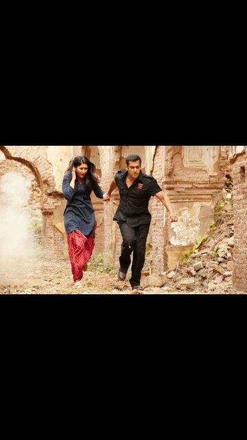 Kareena Kapoor and Salman Khan in Bodyguard