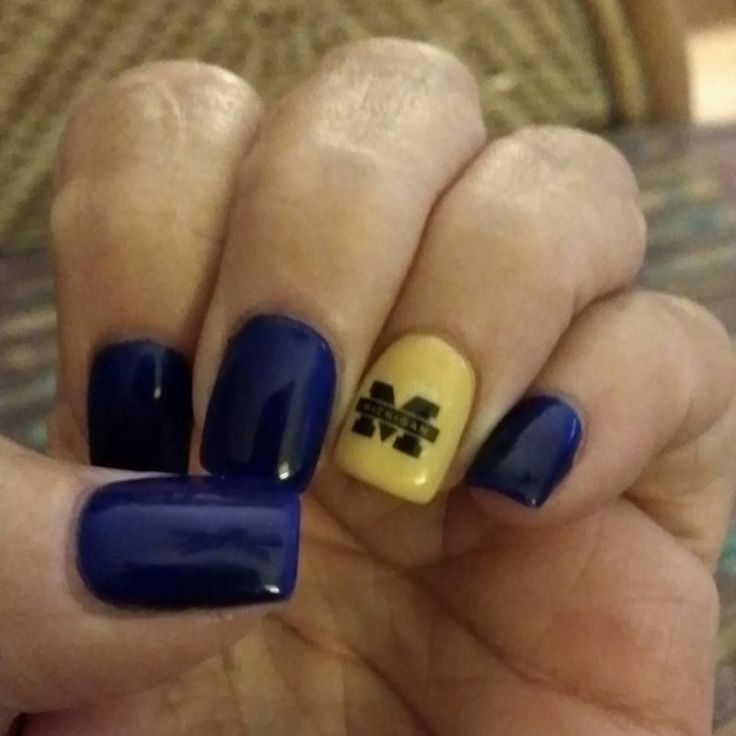 Michigan Wolverine nails for 2017!