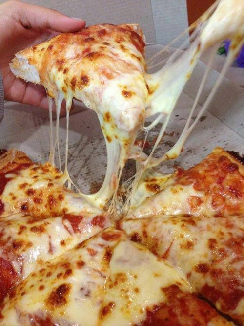 This just a plain cheese pizza but it looks so good... yummy!