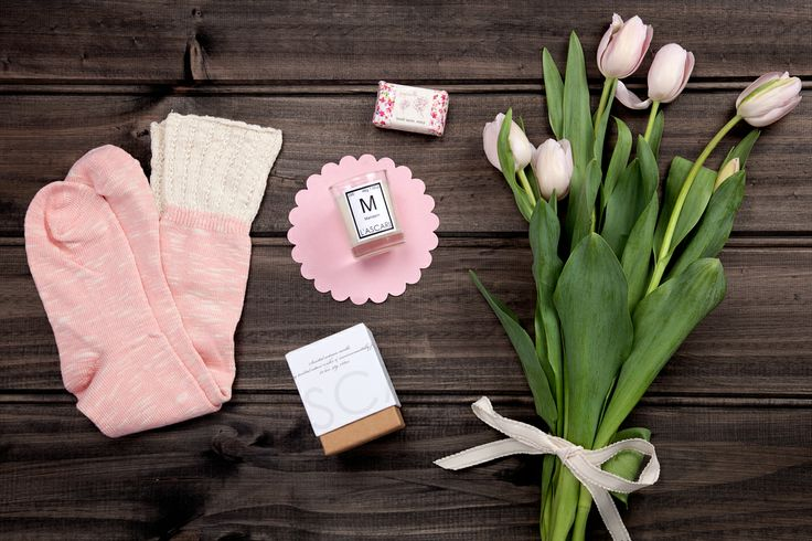 Winter Warmer available now at thespecialdeliverycompany.com.au Papinelle long and warm cotton nylon elastine bed socks in Pink (one size most), Papinelle rose & cedarwood hand-made soap small 40g (made in Australia), and a L'Ascari Lab candle made with pure soy wax in a beautiful glass jar (height 7.4cm) and packaged in the beautifully designed gift box ( 20 hours burn time )
