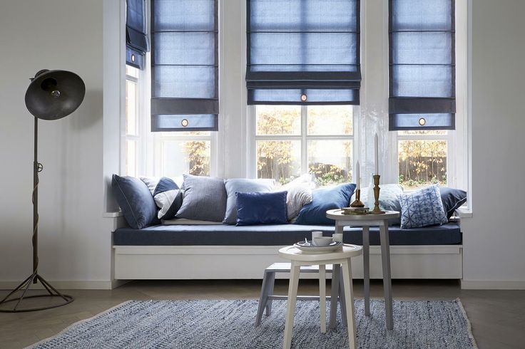 Een stoer interieur met een industriële twist door de denim accenten. #denim #interieur #interior #vouwgordijnen #romanblinds #industrial #industrieel #bece #rough #raamdecoratie #windowdecoration