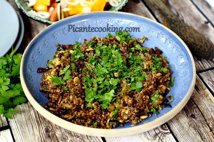 Теплый салат из гречки, цукини и вяленых помидоров