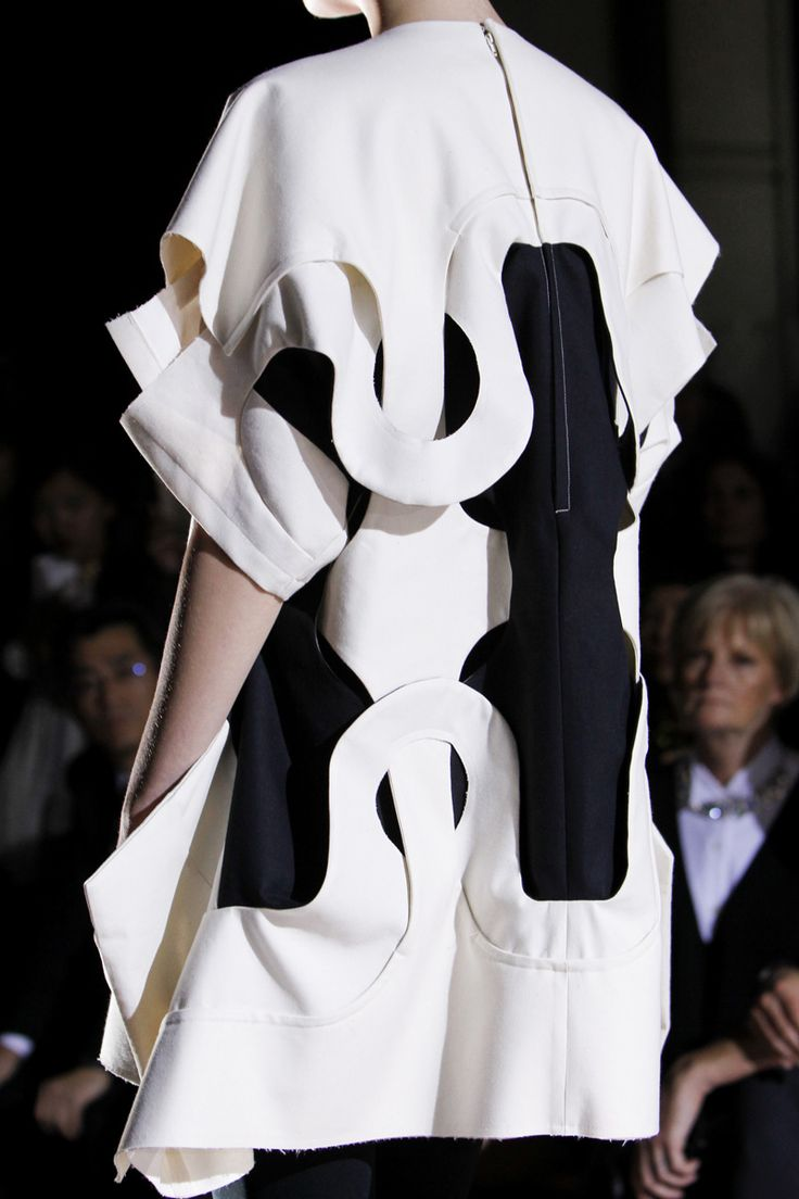 Comme des Gar�ons Spring 2014 RTW - Details - Fashion Week - Runway, Fashion Shows and Collections - Vogue