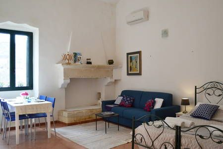Dai un'occhiata a questo fantastico annuncio su Airbnb: Salento Guesthouse Apartment 1  - Bed & Breakfast in affitto a Carpignano Salentino
