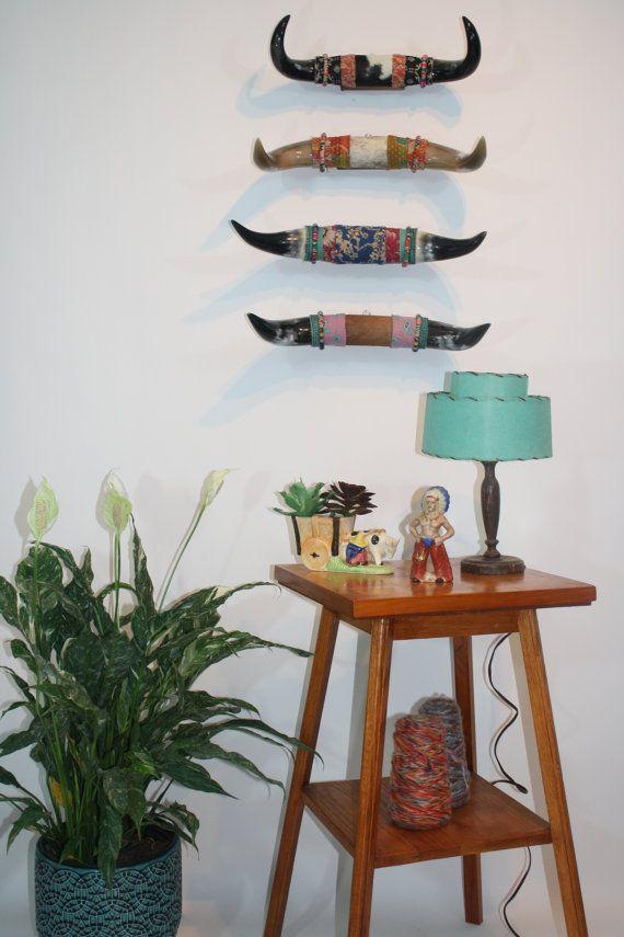 Bohème Tenture murale. Orienter les cornes avec Kantha Vintage. Tenture de vache Hide Steer Horn. Accessoires décoration hipster. Accessoires