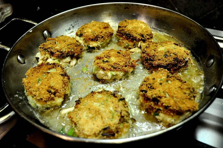 Paleo Crab Cakes with Lemon Garlic Aioli | Fed and Fit