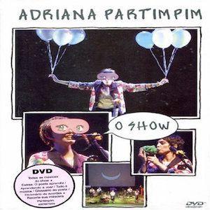 Partimpim O Show (2005) d'Adriana Calcanhotto est la déclinaison Ao Vivo du très bon Adriana Partimpim qu'elle avait sorti en 2004. Pour mémoire cet album se présente comme un album pour