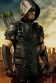 Arrow Staffel 4 Stream. A new enemy lures Oliver Queen back to Starling City and forces him to put on the hood once more.