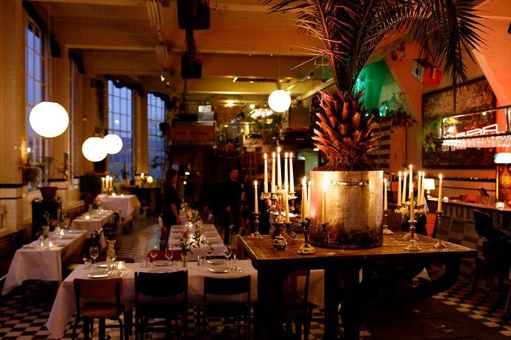 Bovenruimte / #Palmtree / Industrial / Samen tafelen / 3gangendiner / Neon / Romantisch kaarslicht / Bruiloft Viktoria&Ruud (10-12-2016) / www.ketelhuis.com / Photo by: De Kievit Bruiloften