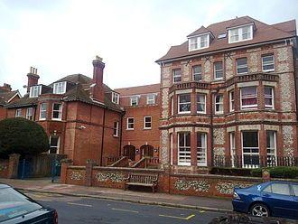 Eastbourne College    Eastbourne:  Un programa para aprender inglés,  arte y deportes por igual.     Eastbourne es una de las ciudades costeras mejor conservadas del Reino Unido y, además, es uno de los lugares más soleados del país.     #WeLoveBS #inglés #idiomas #Eastbourne  #ReinoUnido #RegneUnit #UK  #Inglaterra #Anglaterra
