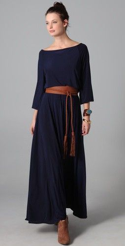 Fashion trends | Loose navy maxi dress with hippie belt