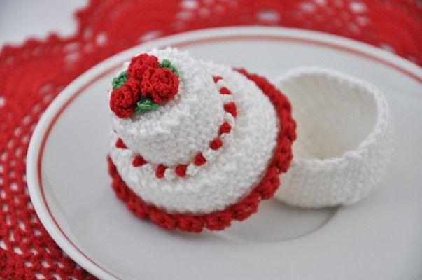 Mini wedding cake segnaposto matrimonio. Lo schema lo trovi nel mio etsy shop http://etsy.me/1oFOAel