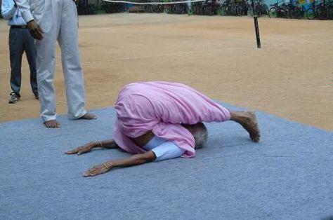 A legidősebb fitt jóga tanár 93 éves | Maradj fitt 90-en túl is. Ez a néni így csinálta.