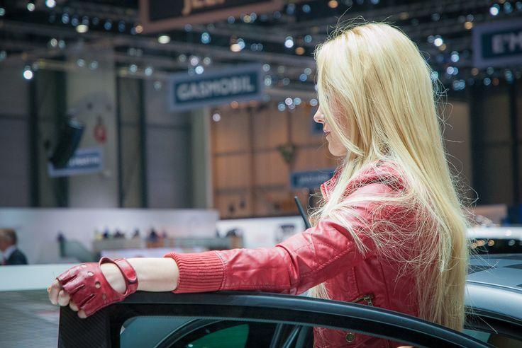 Girl of Geneva Moto Show  #girl #geneva #moto more girls: http://premiummoto.pl/03/13/dziewczyny-salonu-samochodowego-w-genewie-2013-nasza-sesja