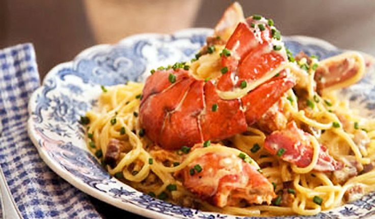 Joe Beef - Liverpool House, 2491-2501 Rue Notre-Dame West, Montréal (514) 935-6504 - pour les bloody mary, les spaghettis au homard et la magnifique terrasse