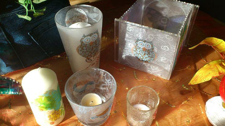 Alte CD-Hüllen und Gläser mit Serviettentechnik