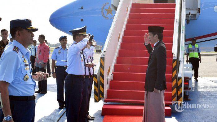 Sarung Jokowi Hadir di Peragaan Busana Kelas Dunia, Netizen: Sumber Inspirasi