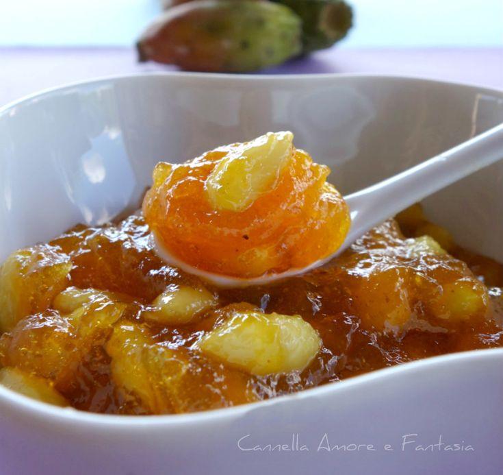 La marmellata di fichi d'india di sicilia ricetta di famiglia oltre ad essere buona sul pane e nei dolci è perfetta da gustare con i formaggi stagionati.