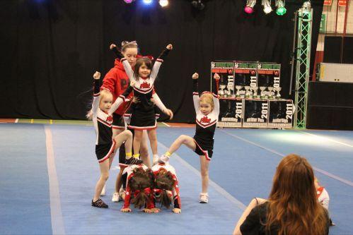 Easy Cheers for Beginners | Cheerleading Beginner Stunts http://www.prairiefirecheerleading.ca ...
