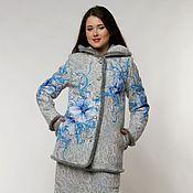 Купить или заказать Зимняя куртка и юбка Мягкое золото в интернет-магазине на Ярмарке Мастеров. Теплая куртка и теплая юбка, выполненные в технике валяния на трикотаже, составляют оригинальный и неповторимый комплект.Куртку можно комбинировать с брюками или другой юбкой, юбку же можно носить с полушубком или пуховиком. А вместе они просто завораживают. Темная нить на светлом фоне костюма делает поверхность более глубокой, объемной. Теплые цвета горчично-коричневого декора идут и блондинкам…