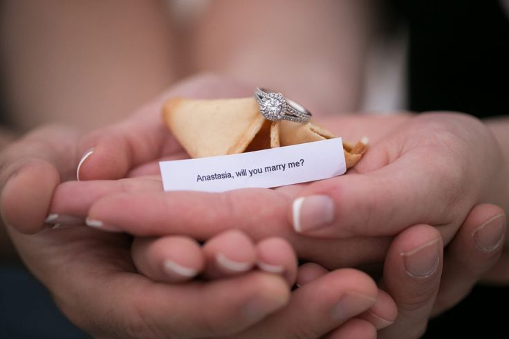 This fortune cookie marriage proposal is so creative and cute!