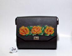 Geanta handmade din piele naturala brodata manual cu motive traditionale florale