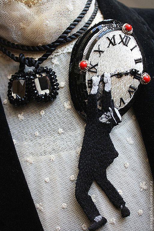 Брошь / Подвеска B15010 - черно-белый,красный,брошь,подвеска,часы,кино