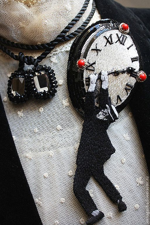 Купить Брошь / Подвеска B15010 - черно-белый, красный, брошь, подвеска, часы, кино