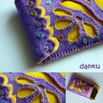 Obal na mobil je ušitý ze světle fialové a žluté plsti. Zdobený rokajlovými a štrasovými korálky a ruční výšivkou. Zapínání je řešeno suchým zipem Velikost: 8 x 12 cm